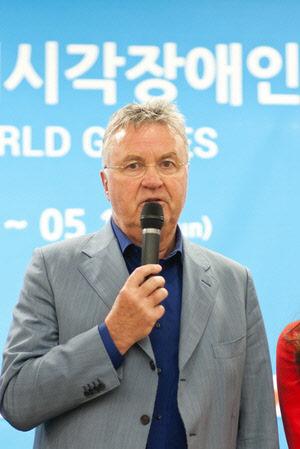 中축구, 히딩크 U-21 감독 선임 공식발표…연봉 52억원 예상