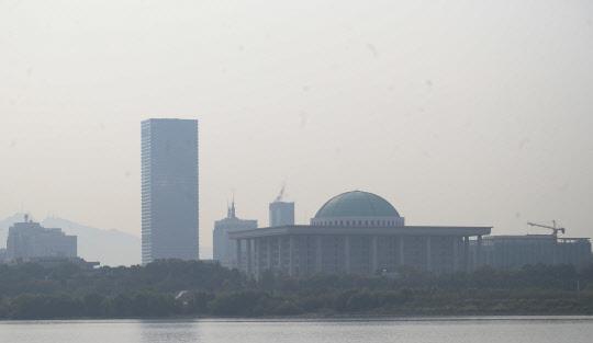 미세먼지 가득, 회색 서울