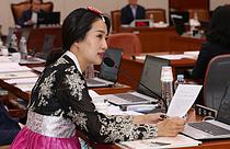 한복입고 질의하는 김수민 의원