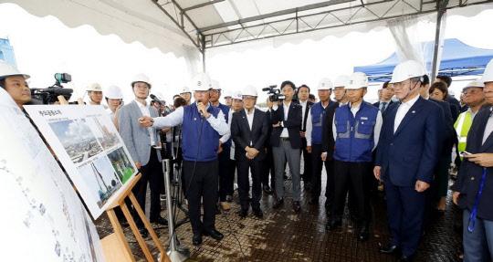 문재인 대통령은 왜 GS건설 싱가포르 건설현장에 갔을까