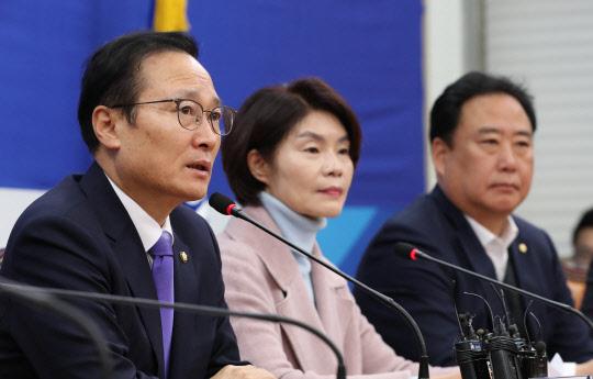 """홍영표 """"12월 임시국회 필요하다…한국당에 정식으로 재요청"""""""