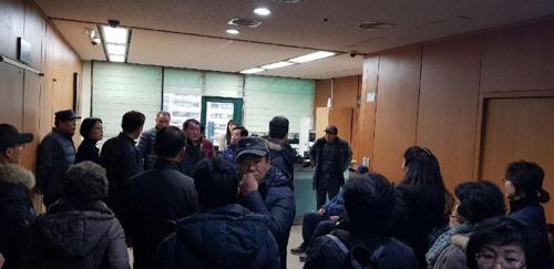 인천서도 감정평가 진통…불만품은 주민들 구청장실 점거