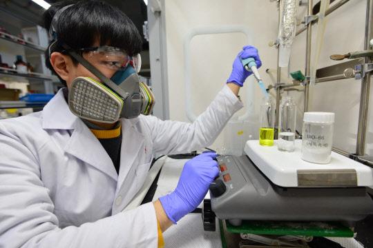 화학무기 독성 제거 효과 뛰어난 '제독촉매' 개발