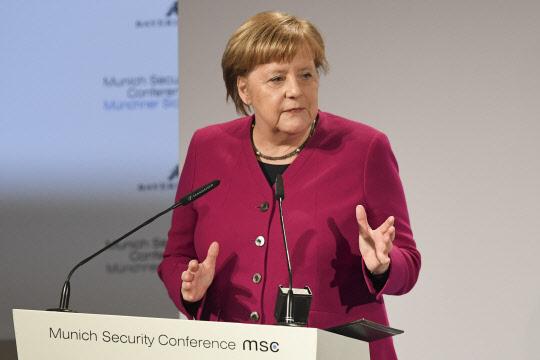 """메르켈 """"독일 차, 미국 안보위협으로 간주되면 충격"""""""