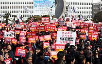 한국당 당권 주자들, 경남도청서 `김경수 규탄대회`