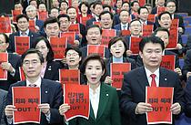한국당, 선거제 패스트트랙 추진에 거센 반격