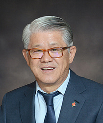 최신원 회장, 사내이사 재선임