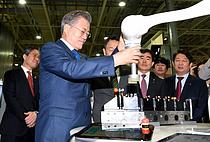 정부, 로봇시장 15조원 규모로 키우고, 제조로봇 70만대 보급
