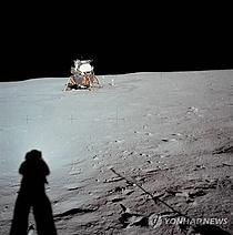 달 착륙 50주년 앞두고, 전 세계에서 부분월식 `쇼`
