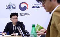 """정부 """"내년 반도체 초과 공급 해소되면 반도체 경기 개선 흐름이 나타날 것"""""""