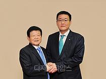 DB그룹, 50년 만에 2세 경영 개막…김남호 회장 선임