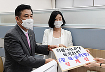 국민의힘, 기소된 윤미향 의원, `단독범` 논란 황희 의원 징계요구