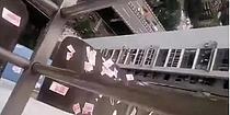 `하늘에서 돈이 비처럼 쏟아진다면?`...환각 상태에서 3400만원 상당 현금 흩뿌려