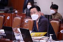 `인육 먹고싶다`던 외교관, 공금횡령·증거인멸 의혹도 나왔다