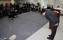 [포토] 고개 숙여 사과하는 박근희 CJ대한통운 대표이사