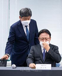[포토] 사과문 발표 참석한 박근희 대표이사-정태영 택배부문장