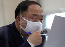 """동학개미 반발에도…홍남기 """"대주주 3억·가족합산 폐지"""" 기존案 고집"""