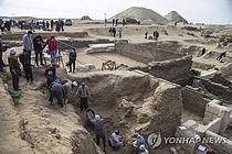 """이집트 4000년 전 왕비 사원 발굴…""""역사 다시 쓸 것"""""""