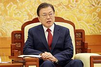 """""""문대통령, 김정은이 무슨 짓 하든 원조 추진""""…사설로 `뼈때린` WSJ"""
