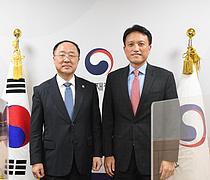 홍남기 부총리, 엄우종 ADB 사무총장 만나 `백신-보건 협력` 당부