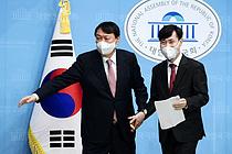 尹 `洪 저격수` 하태경 영입… 李, 원팀 구성 강행군